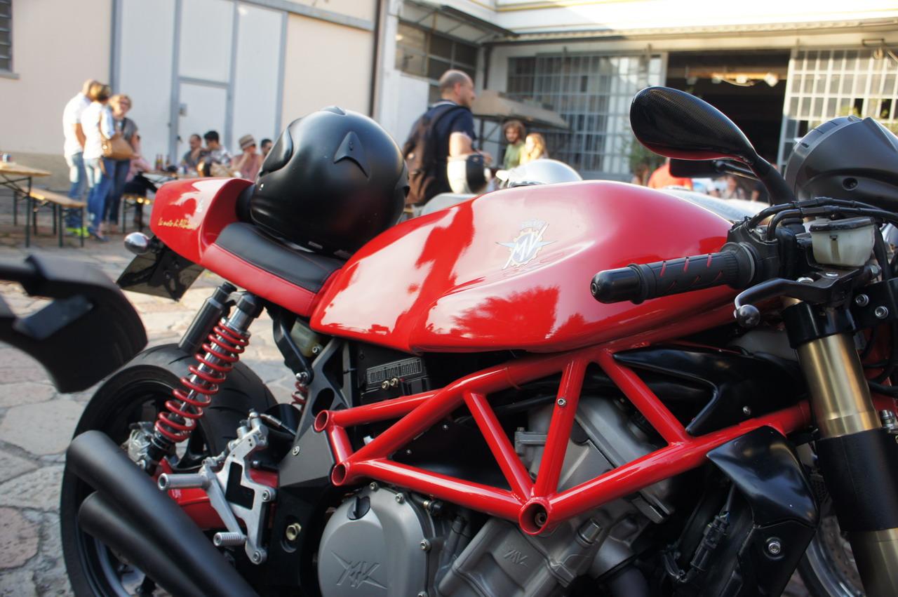 B i g built in garage caf racer contest 56 152 for Garage built ins
