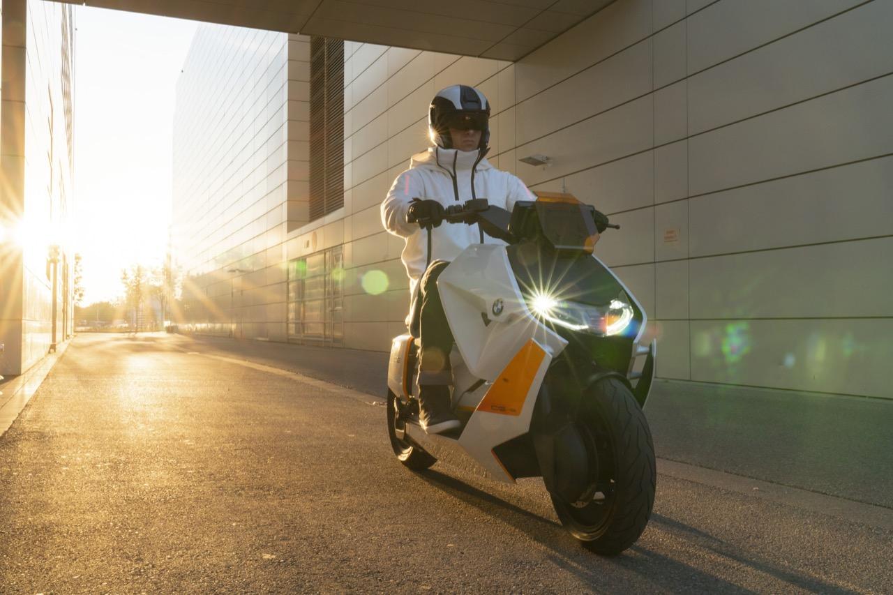 BMW Motorrad Definition CE 04 - foto