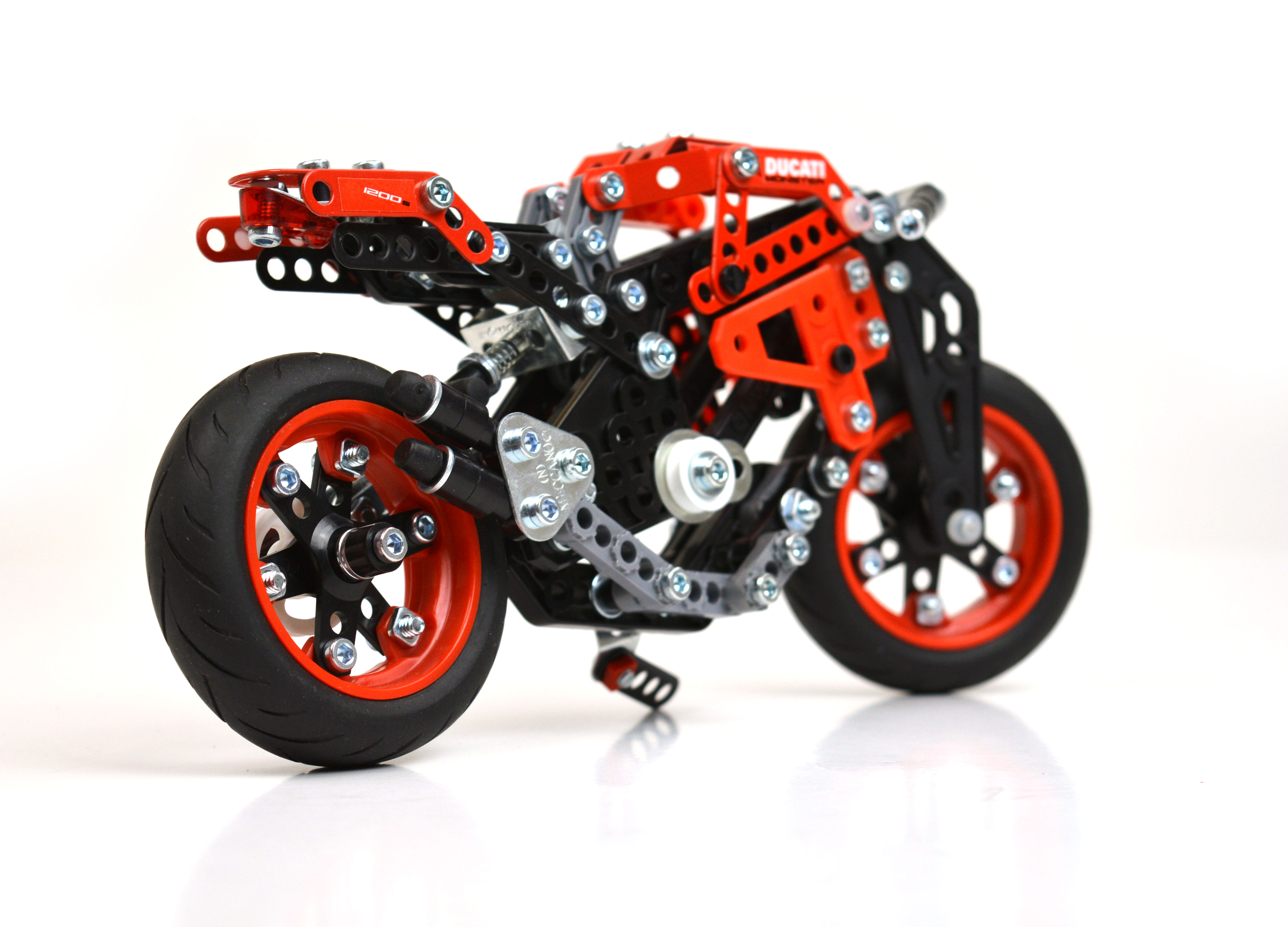 Ducati Monster 1200 S Build and Play