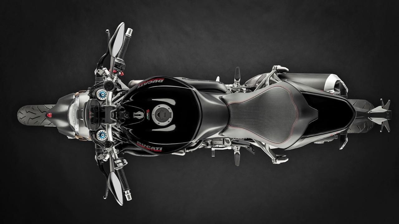 Ducati Monster 1200 S livrea Black on Black - foto