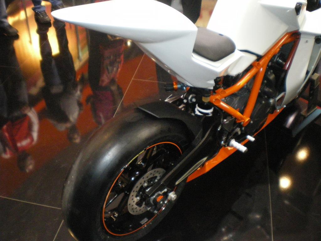 KTM RC8 R - EICMA 2010