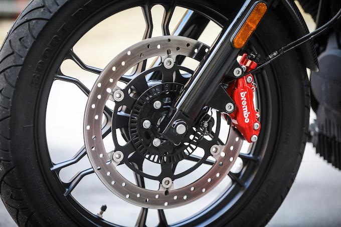 Moto Guzzi V7 III nelle versioni Carbon, Milano e Rough