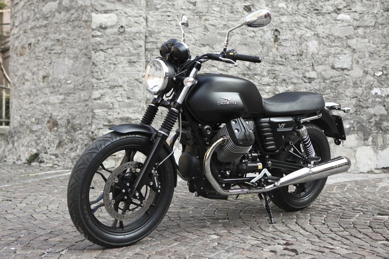 moto guzzi v7 stone eicma 2012 12 77. Black Bedroom Furniture Sets. Home Design Ideas