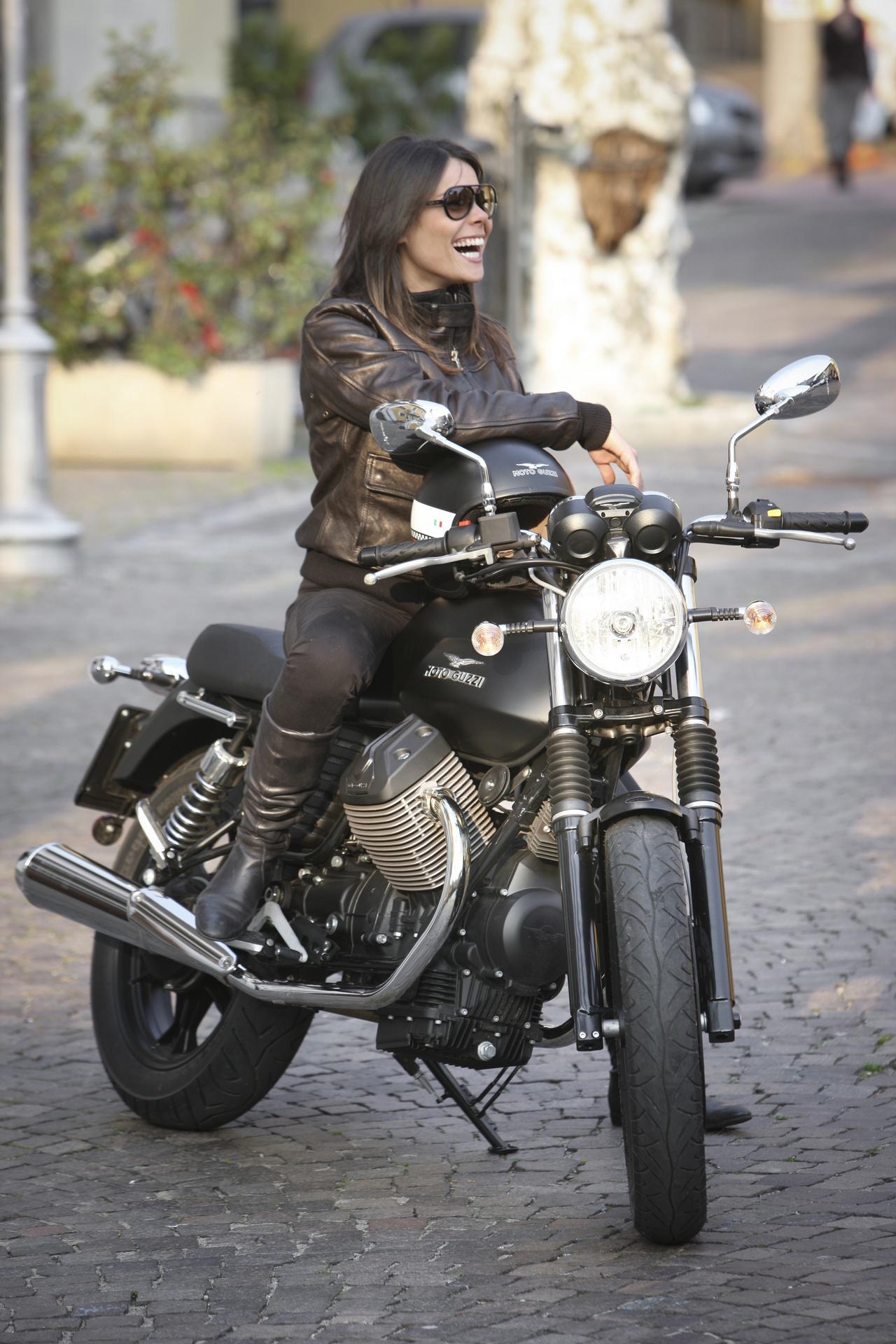 Moto Guzzi V7 | Ridin' Girls