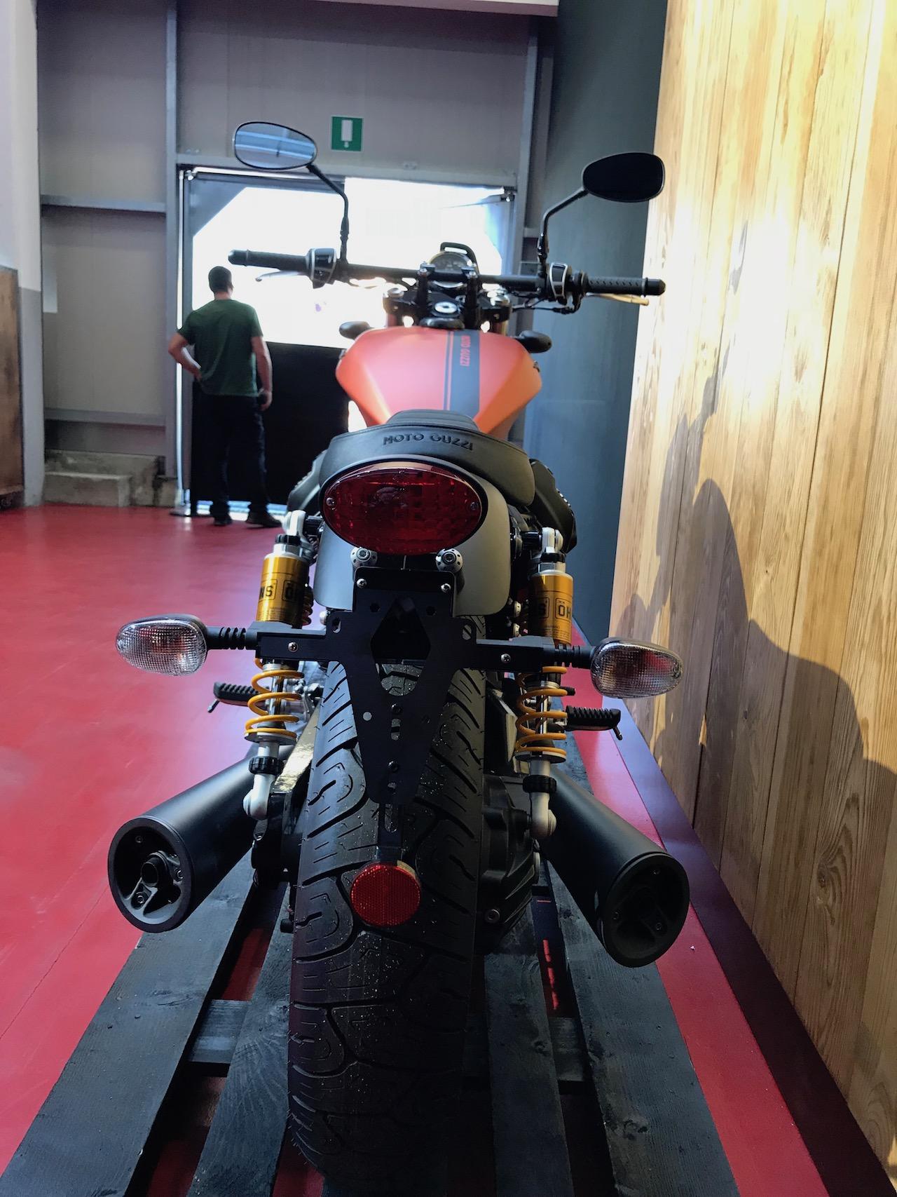 moto guzzi v9 bobber sport 7 13. Black Bedroom Furniture Sets. Home Design Ideas