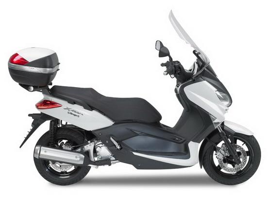 Kit Givi, i nuovissimi accessori per la Yamaha X-Max 125-250
