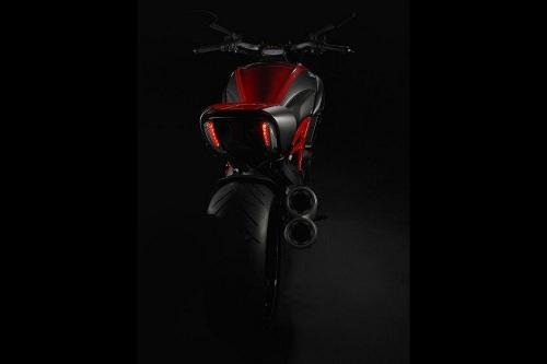 Ducati Diavel, teaser ufficiale prima dell'Eicma