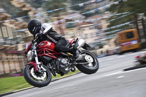 Incentivi statali: Ducati raddoppia gli aiuti sulle gamme Monster e Hypermotard