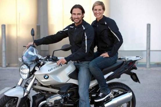 BMW rinnova l'aspetto dei suoi motociclisti