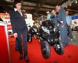 Scooter contraffatti dai cinesi, la Finanza all'EICMA 2011
