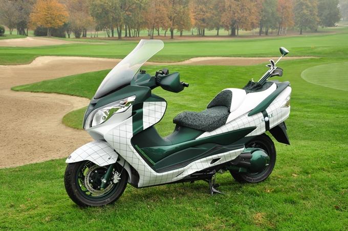 Suzuki in buca sui green della Lombardia