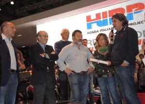Ezpeleta riconsegna la CBR1000RR 'Supersic' alla famiglia Simoncelli
