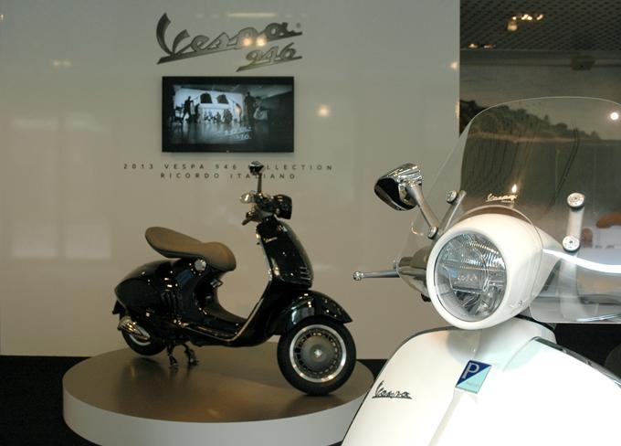 Vespa 946 e Moto Guzzi California 1400 allo Spazio Broletto