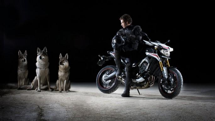 Eicma 2013: Valentino Rossi e Jorge Lorenzo presentano le nuove Yamaha