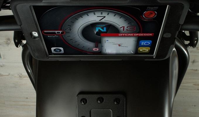 """Moto Apple, la famosa mela di Cupertino """"morsica"""" la MV Agusta Brutale 800"""