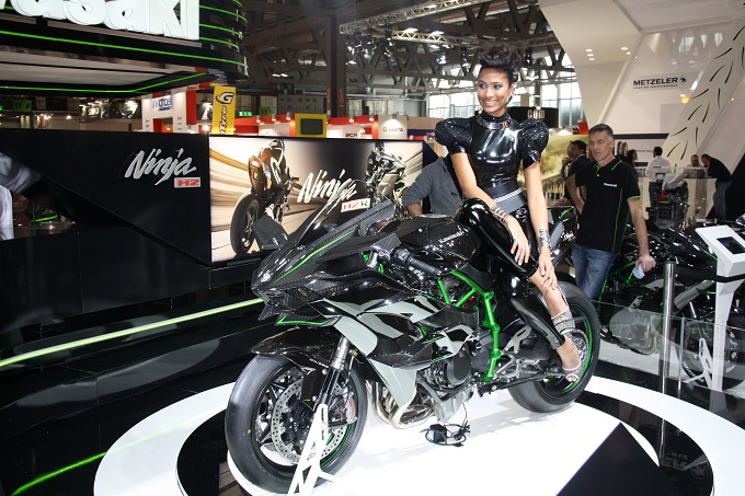 Kawasaki Ninja H2 Un Mostro Da Strada Alleicma 2014 Foto Live