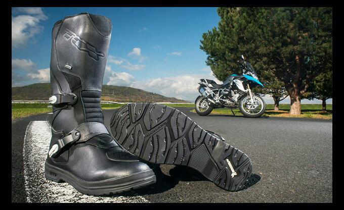 Michelin, gli stivali da moto ora avranno suole ad alte prestazioni