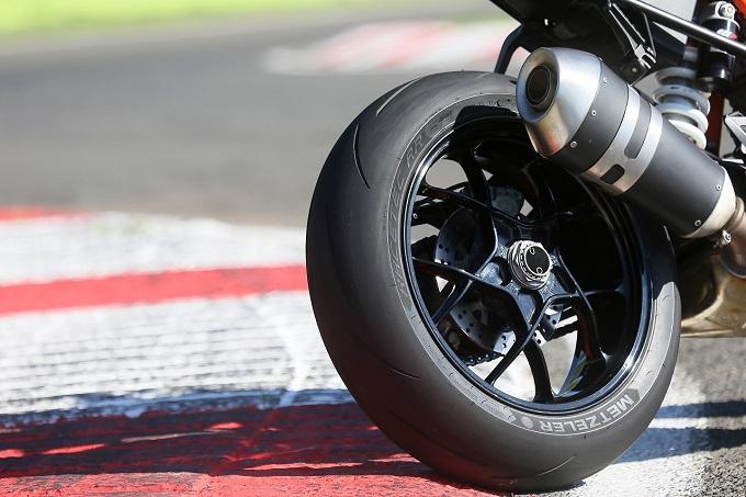 metzeler racetec rr il miglior pneumatico racing street per motorcycle news. Black Bedroom Furniture Sets. Home Design Ideas