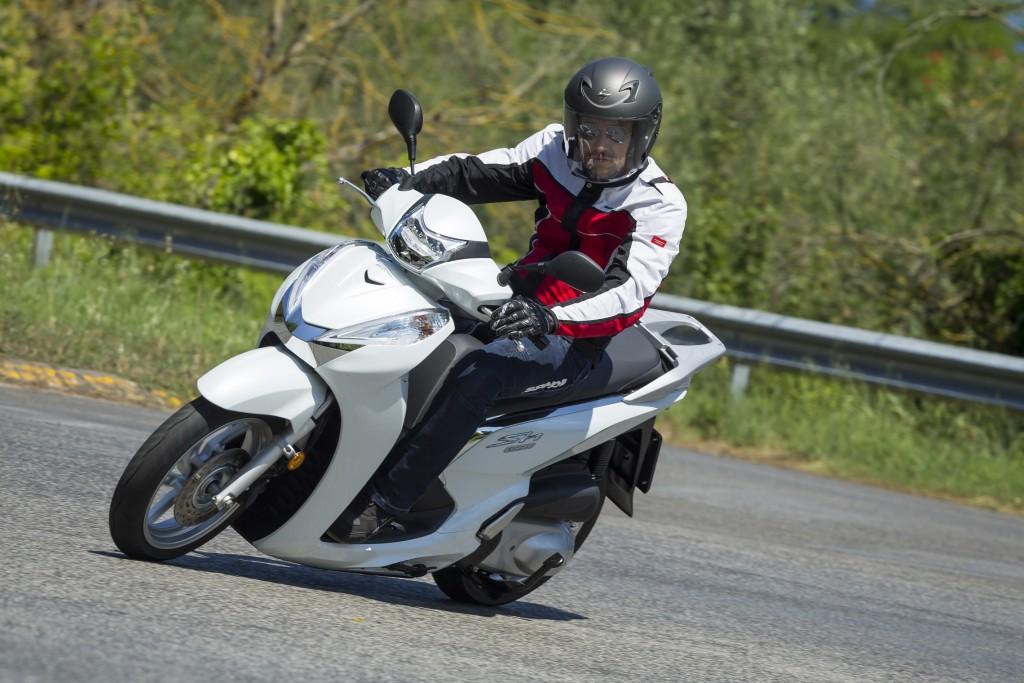 Honda SH300i ABS 2016 primo contatto (19)