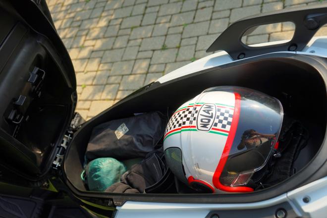 Honda_Forza125_prova_su_strada_2015_chiusura