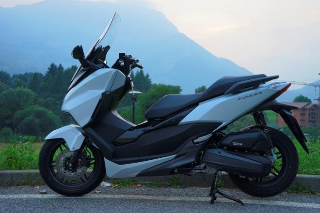 Honda_Forza125_prova_su_strada_2015_estetica