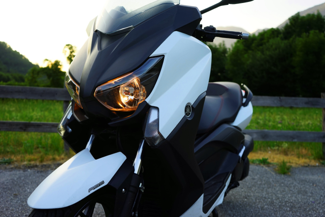 Yamaha_X-Max250_pss2015_ext2