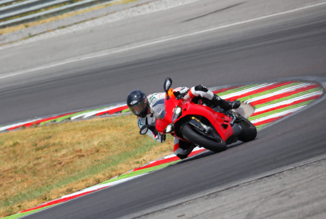 Ducati_1299_Panigale_S_Pss_2015_guida
