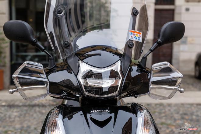 Honda_Sh300i_abs_My2016_pss_esterni