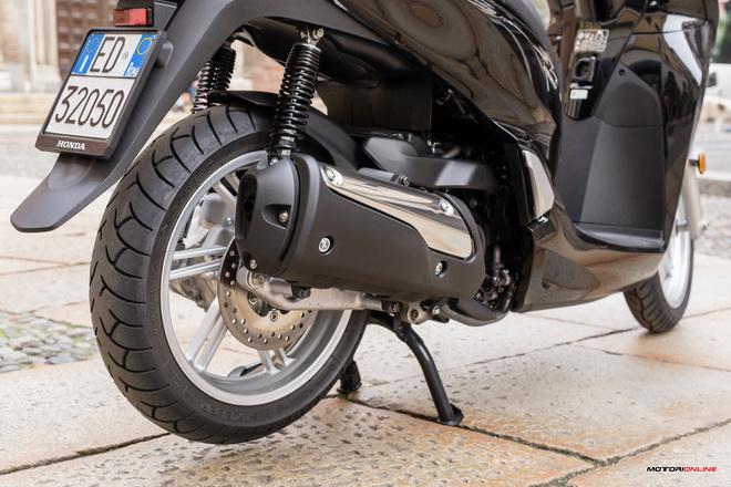 Honda_Sh300i_abs_My2016_pss_motore