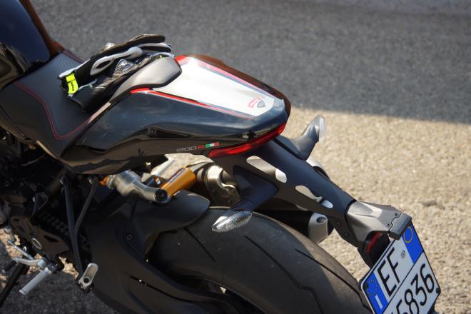 Ducati_Monster_R_Pss_2016_codino