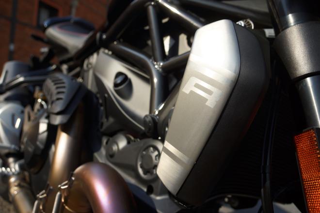 Ducati_Monster_R_Pss_2016_coperchiradiat
