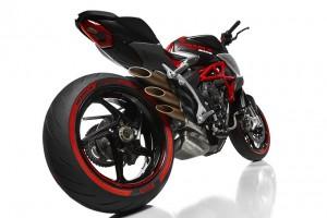 MV Agusta Brutale 800 e Pirelli Diablo Rosso III: insieme per celebrare il Made in Italy [VIDEO]