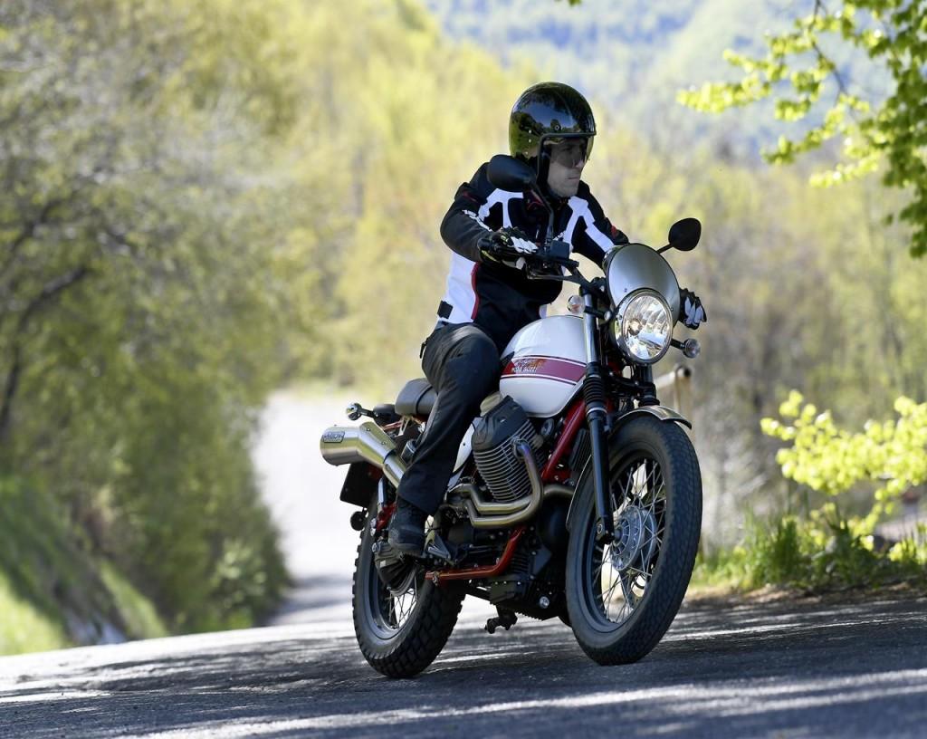 Moto Guzzi V7 II Stornello primo contatto 3