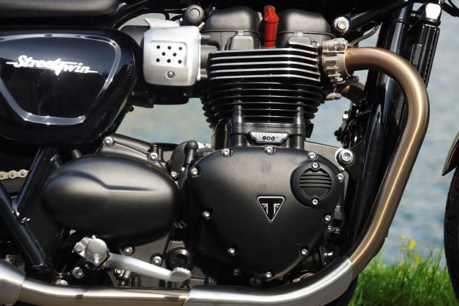 Triumph_Bonneville_Street_Twin-Pss_2016_motore