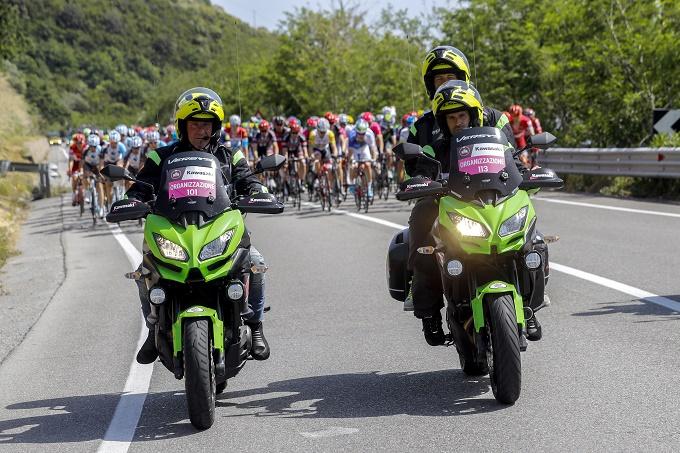 Kawasaki: 30 moto per la Corsa Rosa