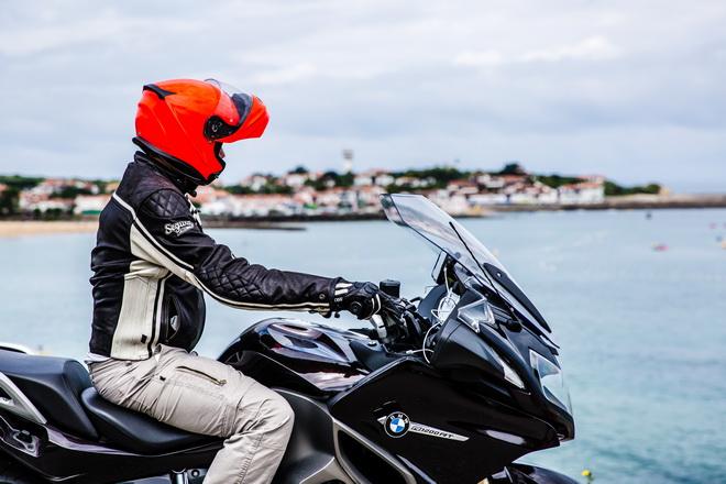 bmw r 1200 rt il fascino della sportiva in una moto tutta. Black Bedroom Furniture Sets. Home Design Ideas