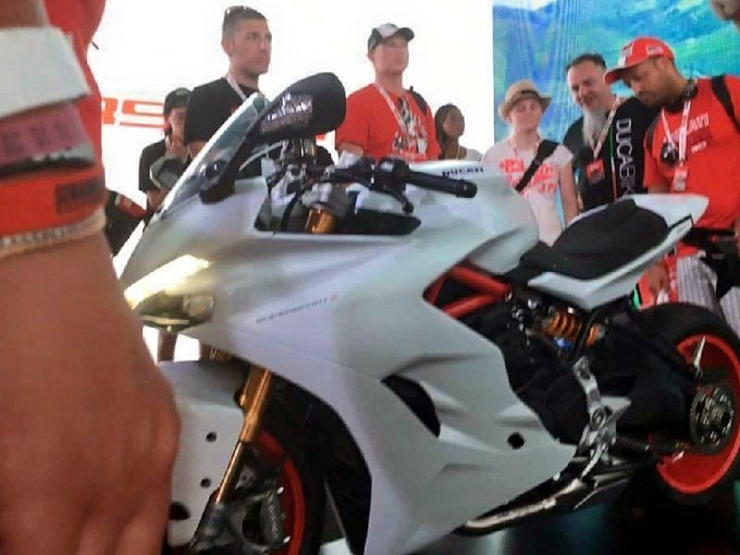 Ducati SuperSport, ad Intermot 2016 l'unveil ufficiale [VIDEO TEASER]