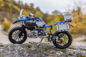 BMW R1200GS Adventure – LEGO TECHNIC, per gli appassionati di tutte le età
