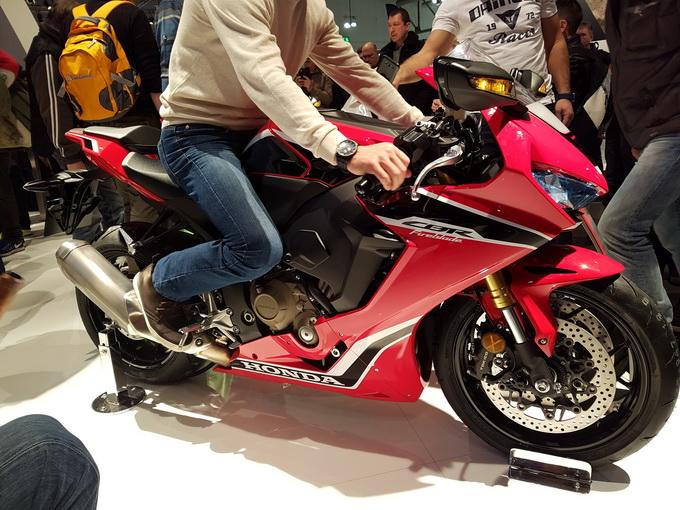 "Honda CBR1000RR, dopo SP ed SP2 arriva la ""standard"""