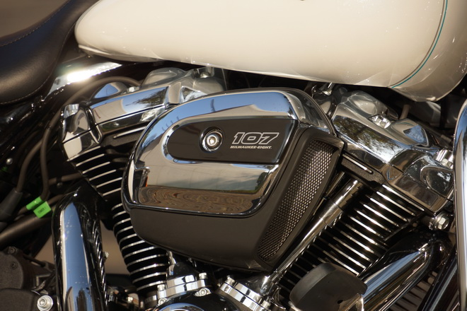Harley-Davidson_Road_King_Classic_PsS_2016_01