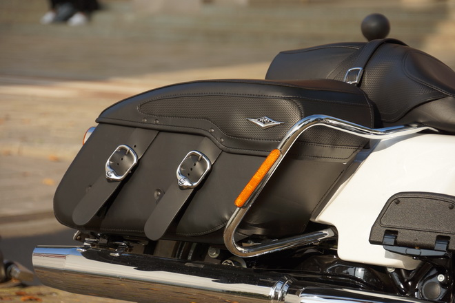 Harley-Davidson_Road_King_Classic_PsS_2016_02