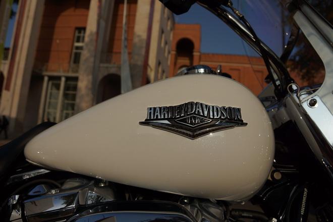 Harley-Davidson_Road_King_Classic_PsS_2016_05