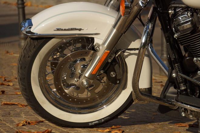 Harley-Davidson_Road_King_Classic_PsS_2016_06