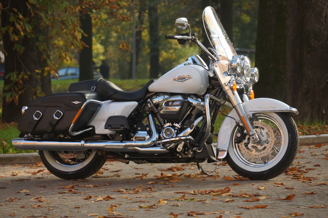Harley-Davidson_Road_King_Classic_PsS_2016_08