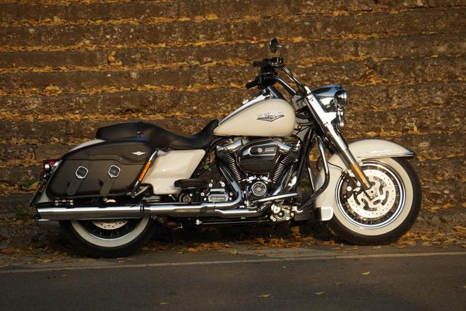 Harley-Davidson_Road_King_Classic_PsS_2016_09