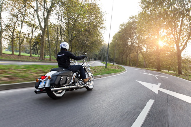 Harley-Davidson_Road_King_Classic_PsS_2016_14