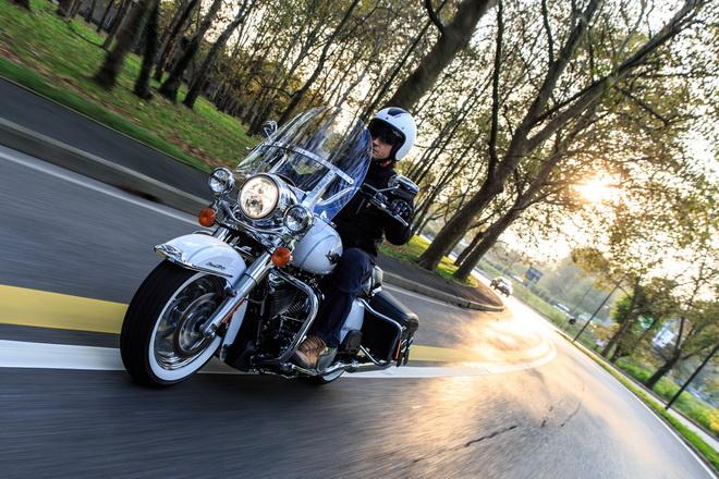 Harley-Davidson_Road_King_Classic_PsS_2016_15