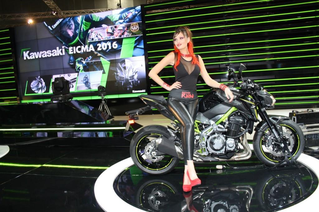 Kawasaki Z650 e Z900, le nuove naked giapponesi si motrano LIVE ad EICMA 2016