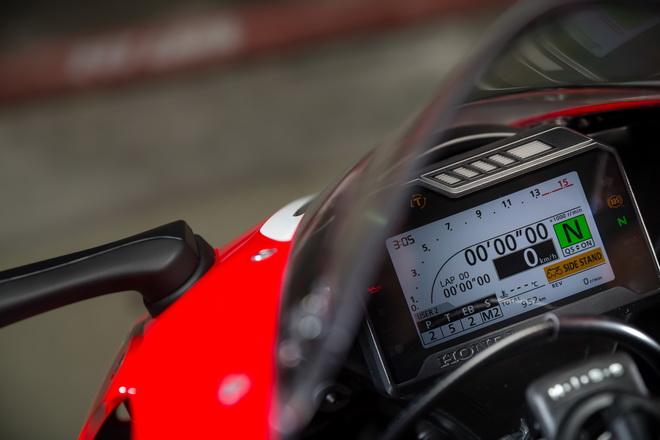 Honda_CBR1000RR_SP_YM17_10