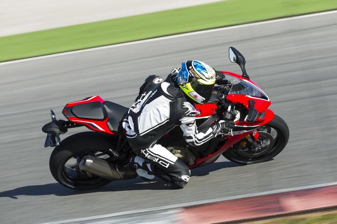 Honda_CBR1000RR_YM17_GC_02
